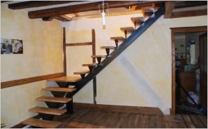 Escalier d'angle en hêtre abouté