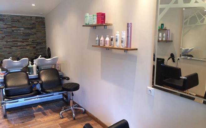 étagères en chêne pour salon de coiffure